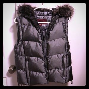 Women's hooded puffer vest - charcoal